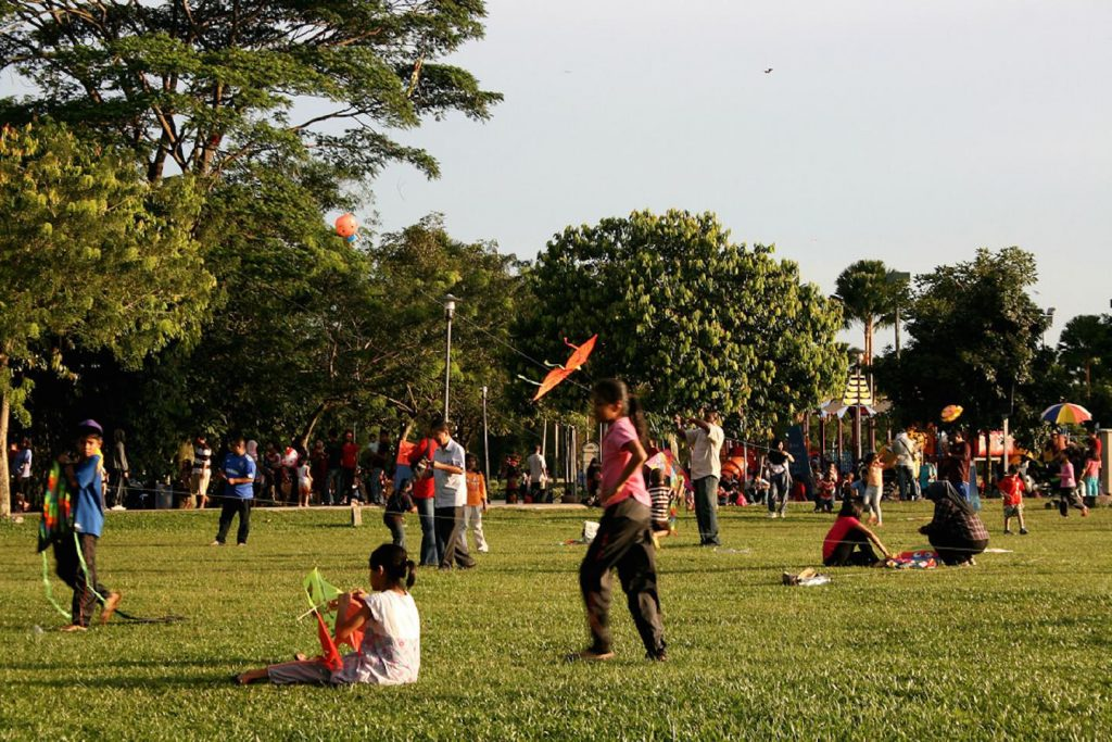 8-colorful-kites