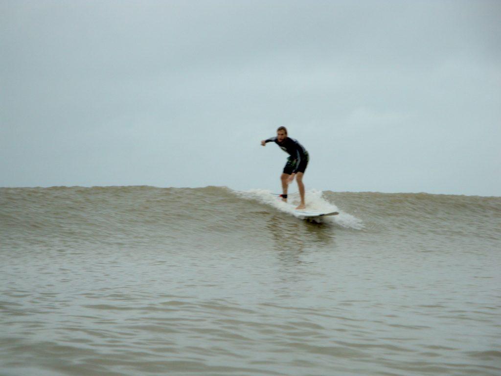 3-eric-elofson_desaru-surfing2-1