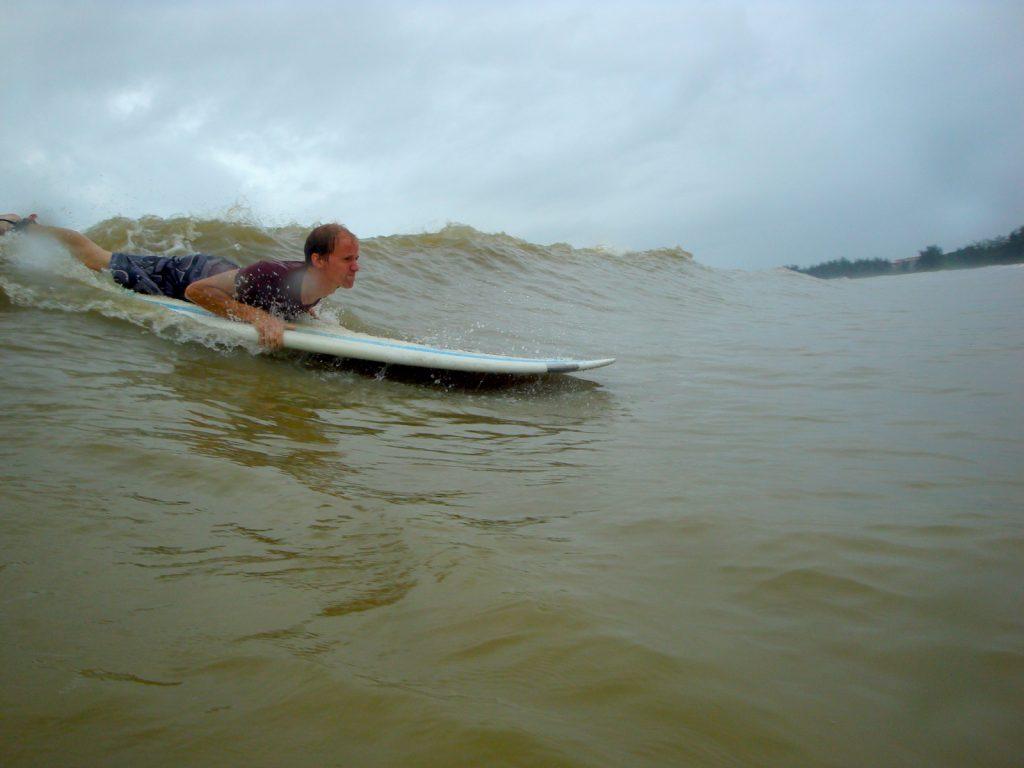 4-eric-elofson_desaur-surfing1