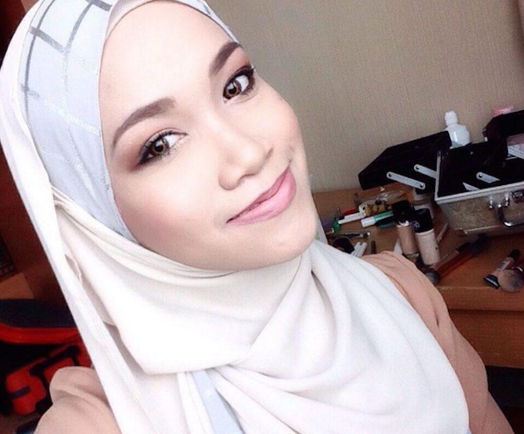 3-sabrina-pink-makeup
